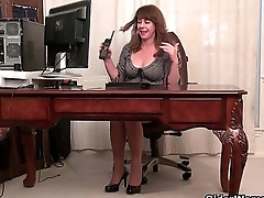 American milfs Shelby together with Tracy stripping off at the office