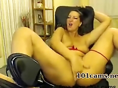 milf onlinecams Insatiable Kelly avidly masturbating tries to tame her