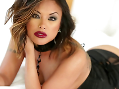 Gorgeous Kaylani Lei uses both forearms and their way mouth to get a man off