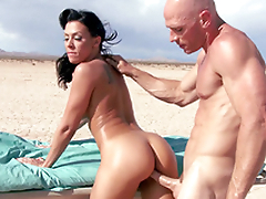 Ambulance stops in the desert and Rachel Starr enjoys XXX schooling