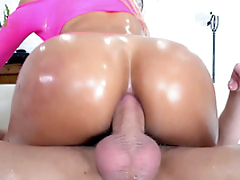 Oiled skank Luna Star doesn't relating to off rollerblades during XXX session